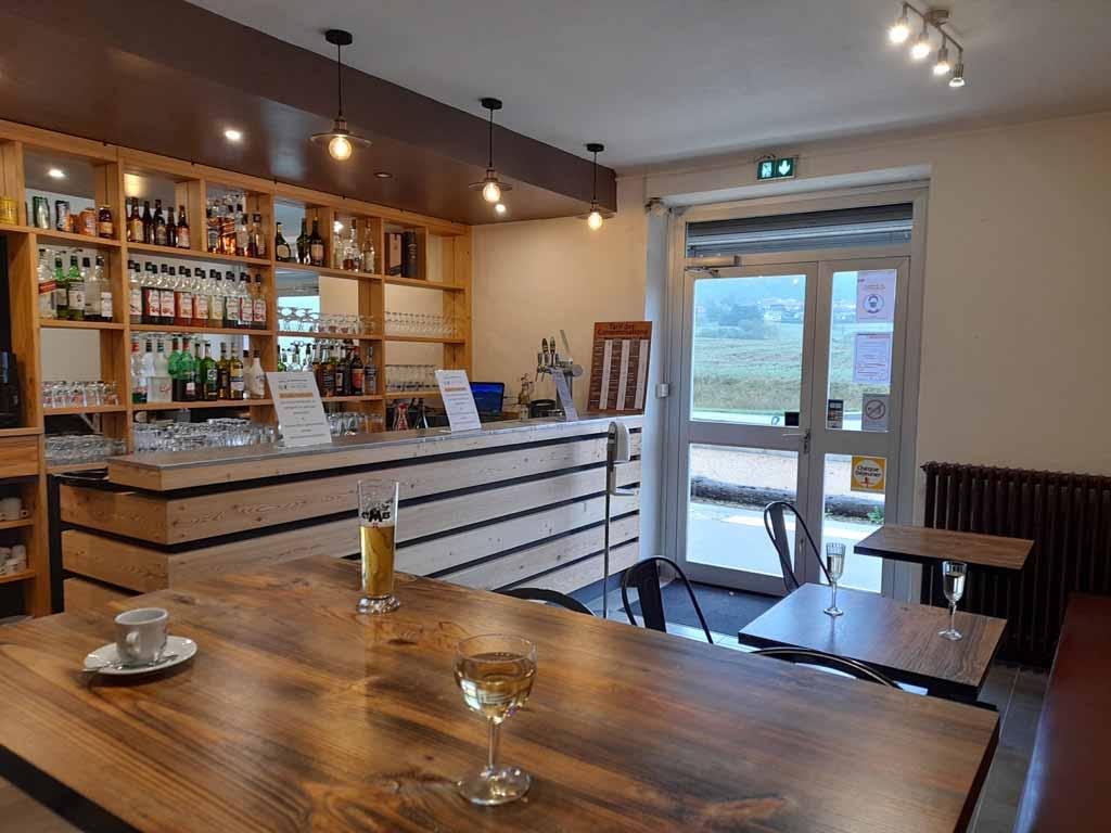 bar-restaurant-lac-oignin-samognat-1